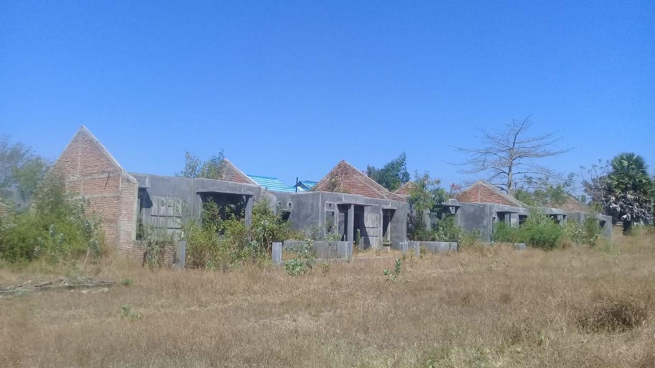 Perumahan Kopdit Obor Mas yang mubazir di Desa Tanah Duen, Kecamatan Kangae, Kabupaten Sikka, NTT.Foto: lintasnusanews.com/ Iqbal