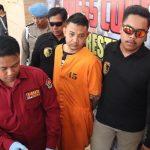 Pelaku Pembunuh SPG Mobil, Bagus Putu Wijaya (33) saat jumpa pers di Mapolresta Denpasar, Senin (12/08/2019) siang. Foto: Lintasnusanews.com/ Widodo