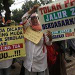 Aksi orangtua siswa protes syarat usia pada sistem PPDB DKI Jakarta Foto: Lintasnusanews.com/Agung Pambudhy/detikcom