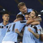 Pemain Lazio merayakan gol ke gawang Fiorentina, di mana laga berakhir kemenangan 2-1 pada pekan ke-28 Liga Italia.