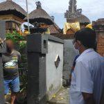 Camat Denpasar Timur, Wayan Herman (baju putih) saat menyambangi rumah IADW di Banjar Tegal Kwalon, Sumerta Kaja. Foto: Lintasnusanews.com/Istimewa
