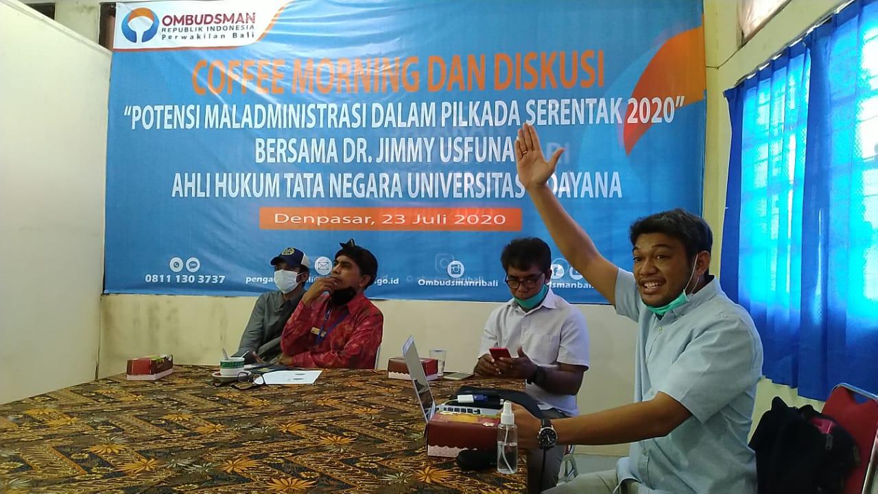 AhliHukum Tata Negara Universitas Udayana (Unud) Bali Dr Jimmy Zeravianus Usfunan, saat jadi narasumber dalam diskusi publik yang digelar Ombudsman Bali, Kamis (23/07/2020).Foto: Lintasnusanews.com/Dok.Ombudsman Bali