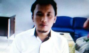 Residivis kasus Narkoba Kadek Rusdi (35) saat mendengar vonis hakim. Foto: Lintasnusanews.com/Widodo