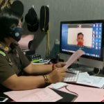 Kejari Badung menerima pelimpahan tersangka pemalsuan surat rapid test secara online. Foto: Lintasnusanews.com/Dok Kejari Badung