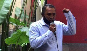 Ketua Federasi Serikat Pekerja Mandiri (FSPM) Regional Bali Ketut Gede Citarjana Yudiastra, saat menyampaikan penolakan RUU Omnibus Law kepada Media di Bali. Foto: Lintasnusanews.com/Widodo