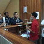 Pemred beritabalionline.com didampingi pengurus SMSI Bali lapor pemilik akun facebook PA ke Polda Bali, Sabtu (11/07/2020). Foto: Lintasnusanews.com/Widodo
