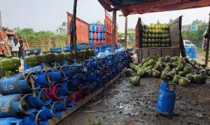 Gerebek sas subsidi, Bareskrim Polri amankan truk dan ratusan tabung gas di dua lokasi yang berbeda pada Jumat (07/08/2020). Foto: Lintasnusanews.com/Dok.Bareskrim Polri