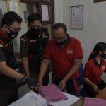 Tim penyidik Kejari Badung geledah kantor LPD Kekeran, Desa Angantaka, Kecamatan Abian Semal, Jumat (07/08/2020). Foto: Lintasnusanews.com/Dok.Kejari Badung