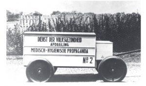 Mobil Dinas Kesehatan Rakyat yang berfungsi tahun 1920-an untuk kampanye penanganan pandemi Flu Spanyol tahun 1918. Foto: Lintasnusanews.com/Istimewa