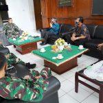 Komandan Korem 163/Wira Satya, Brigjen TNI Husein Sagaf, saat menerima audiens BPS Provinsi Bali membahas sensus penduduk, pada Jumat (04/07/2020). Foto: Lintasnusanews.com/Dok.Korem Wira Satya