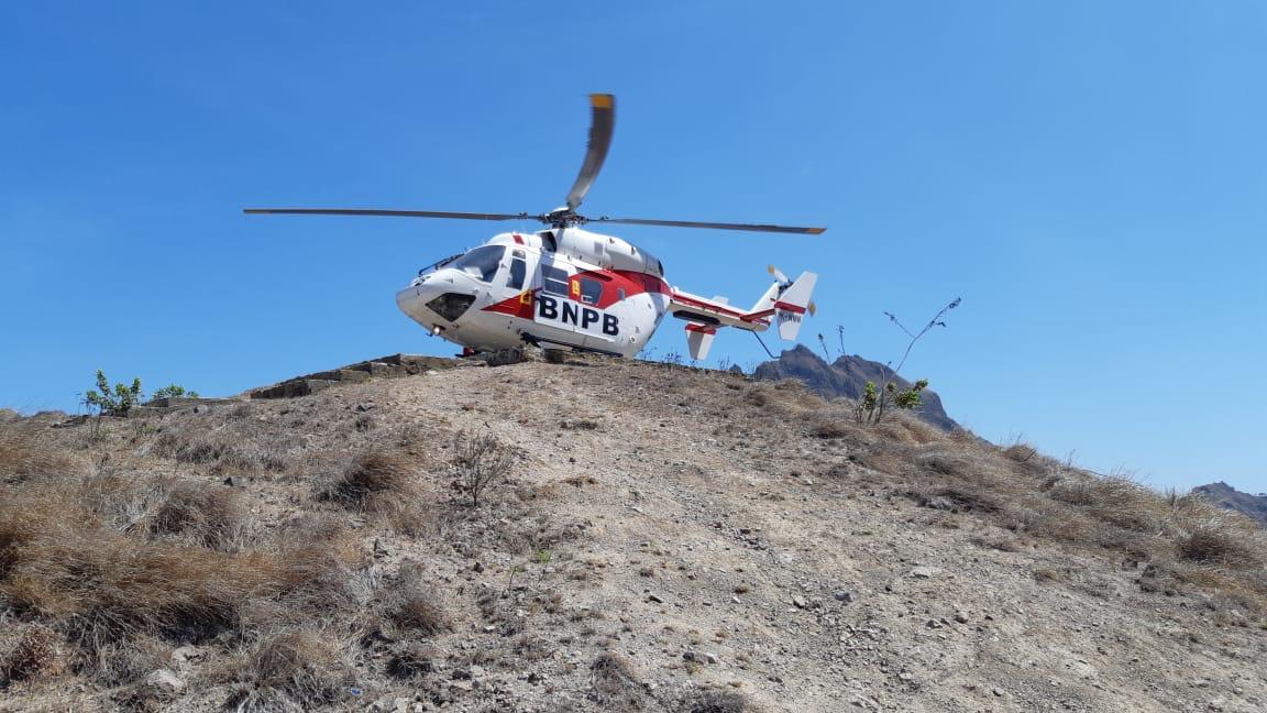 Helikopter bnpb tangani Covid19 di NTT. Foto: Lintasnusanews.com/Istimewa