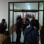 Situasi di Kantor Kejati Bali saat pemeriksaan kasus Tri Nugroho sebelum bunuh diri. Foto: Lintasnusanews.com/Istimewa