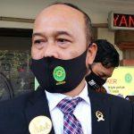 Ketua PN Denpasar, Sobandi saat menjelaskan alasan PN Denpasar menolak pergantian hakim jerinx. Foto: Lintasnusanews.com?Widodo