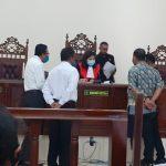Hakim Mira Herawati saat pimpin sidang gugatan perdata kasus dugaan pemerkosaan PN Maumere, Selasa (13/10/2020). Foto: Lintasnusanews.com/Karel Pandu