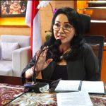 Ketua Dekranasda Kota Denpasar, Selly Dharmawijaya Mantra saat membuka webinar Kemasan Produk Pasar Digital. Foto: Lintasnusanews.com/Ist