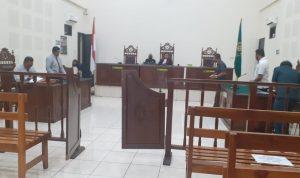 Kuasa Hukum Ridolf Djami Billi hadir dalam sidang praperadilan terhadap Polres Sikka di PN Maumere, Senin (27/10/2020). Foto: Lintasnusanews.com/Karel Pandu
