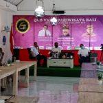 "Perhimpunan Jurnalis (PENA) NTT Bali gelar diskusi pariwisata dengan tema ""Quo Vadis Pariwisata Bali"". Usai Diskusi, jurnalis asal NTT menyerahkan rekomendasi ""Resolusi Sanur"" ke Wakil Gubernur Bali Cok Ace,Sabtu (28/11/2020). Foto: Lintasnusanews.com/Boy Edlon"