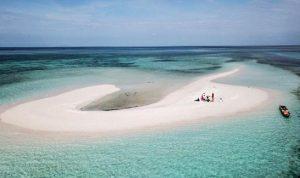 Pulau Meko merupakan pulau pasir yang timbul tenggelam di Dusun Meko Pulau Adonara Kabupaten Flores Timur NTT. Foto: Kemenparekraf