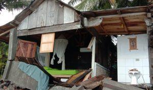 Homestay Bule Ocean Sikka NTT rusak berat diterjang gelombang pasang. Foto: Lintasnusanews.com/Karel Pandu