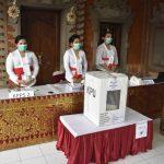 Petugas KPPS perempuan di TPS 17 Banjar Kerta Sari, Kelurahan Panjer saat Pemilihan Walikota Denpasar, Rabu (09/12/2020). Foto: Lintasnusanews.com/Ist
