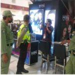 Satgas gabungan Covid19 Kelurahan Ubung Denpasar ingatkan pelaku usaha disiplin prokes Covid19. Foto: Lintasnusanews.com/Ist