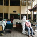 PN Denpasar gelar test swab berbasis PCR secara gratis, Senin (28/12/2020). Foto: Lintasnusanews.com/Agung Widodo