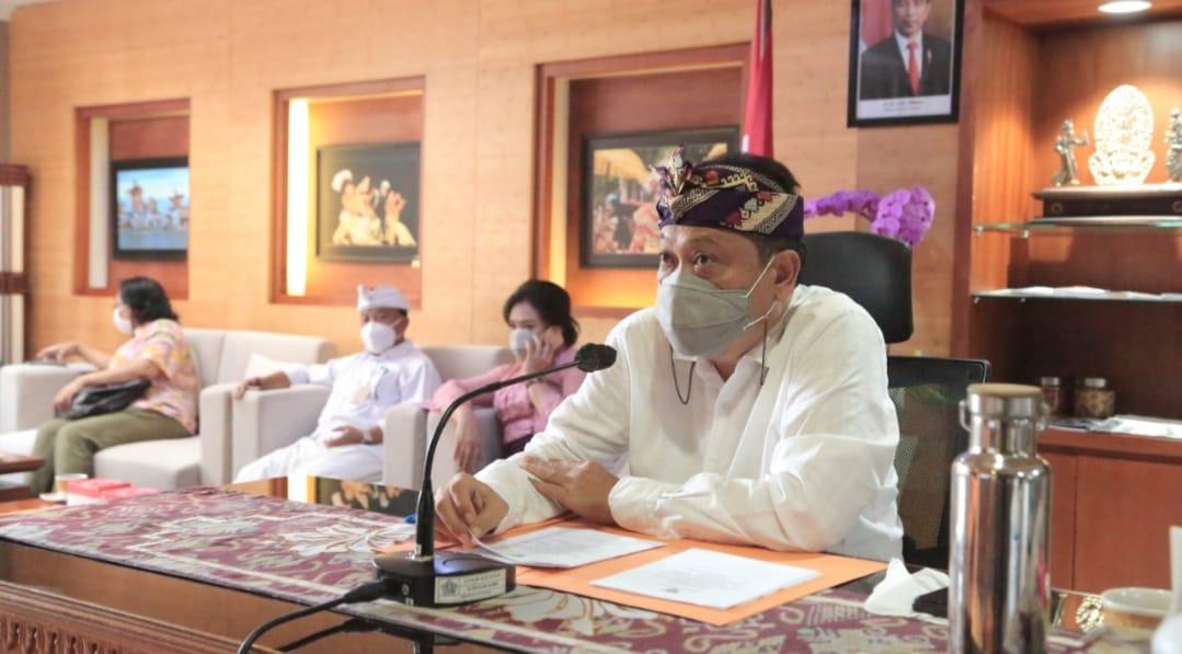 Walikota Denpasar IB Rai Mantra saat membuka webinar yang membahas Heritage Tourism oleh Peliteknik Negeri Bali, Kmais (10/12/2020). Foto: Lintasnusanews.com/Ist