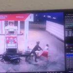 CCTV merekam aksi perampok di SPBU Benoa