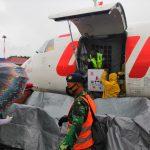 Vaksin Covid19 Sinovac untuk Kabupaten Sikka NTT, tiba di Bandara Frans Seda Maumere, Kamis (28/01/2021). Foto: Lintasnusanews.com/Karel Pandu
