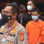 Direskrimum Polda Bali Kombes Pol. Djuhandhani Rahardjo Puro, saat jumpa pers usai penangkapan pelaku pada Senin (15/2/2021) di Polda Bali. Foto: Lintasnusanews.com/Agung Widodo
