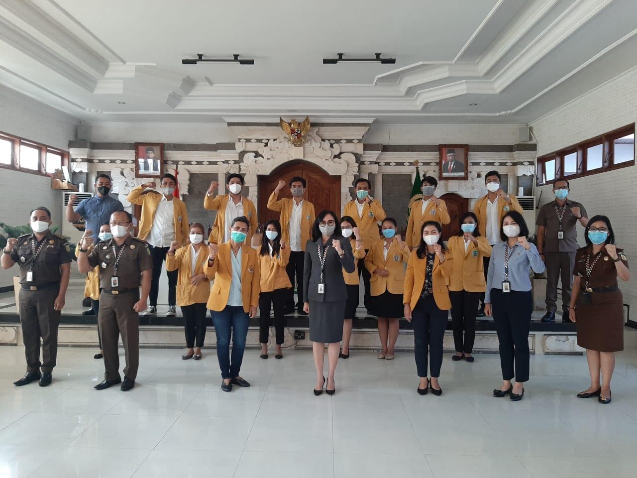 Mahasiswa magang Undiknas saat diterima di Kejari Denpasar. Foto: Lintasnusanews.com/ Ist