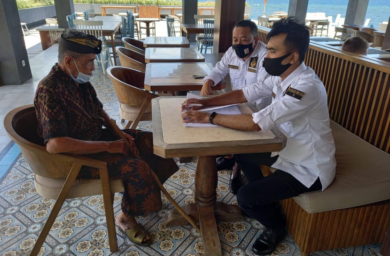Tim penyidik Kejati Bali tengah memintai keterangan saksi kasus dugaan korupsi LPD Gerogak Buleleng Bali. Foto: Lintasnusanews.com/Agung Widodo