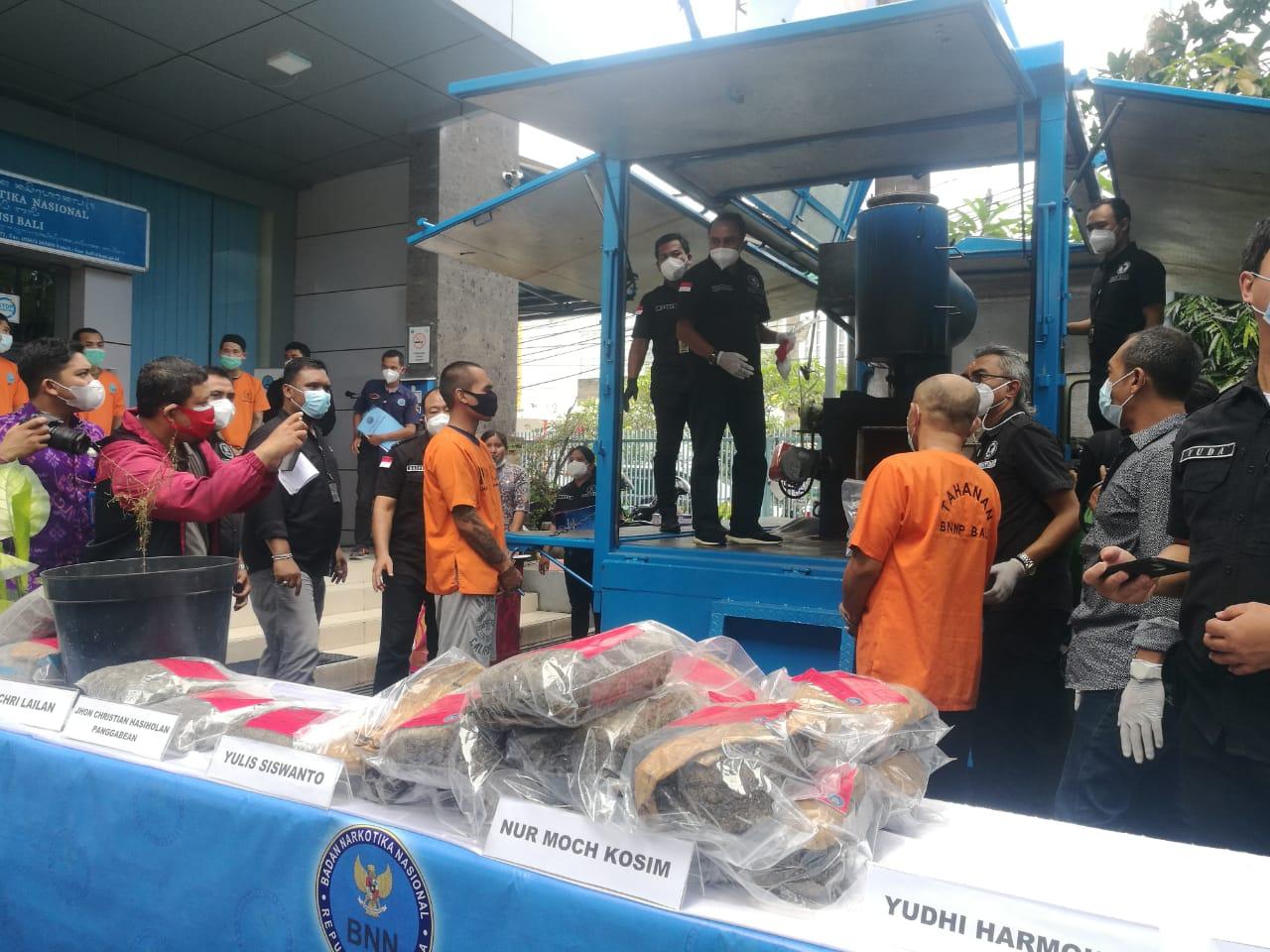 BNN Bali musnahkan barang bukti narkoba jenis Ganja pada Jumat (09/04/2021). Foto: Lintasnusanews.com/Agung Widodo