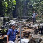 Kepala Ombudsman Bali, Umar Ibnu Alkhatab saat meninjau proyek instalasi air bersih Kodam IX Udayana Bali di Desa Goblek, Kecamatan Banjar, Kabupaten Buleleng Bali. Foto: Dok Ombudsman Bali