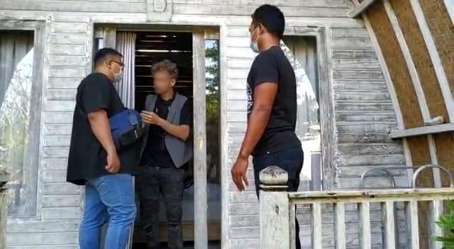 Christopher, Bule Kanada diciduk Imigrasi Bali karena mengiklankan kelas Yoga orgasme di wilayah Penestanan Ubud Bali. Foto: Ist