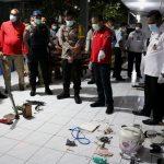 Tim gabungan Kanwil Kemenkumham, Polres Badung dan BNN Kab.Badung temukan sejumlah senjata tajam saat sidak di Lapas Krobokan Denpasar, Rabu (05/05/2021) lalu. Foto: Ist