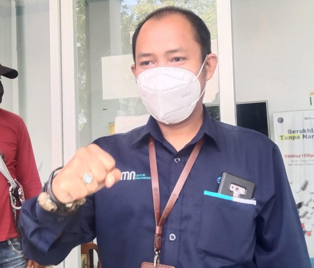 GM PT Pelindo III Pelabuhan Lorens Say Erry Ardiyanto saat menjelaskan operasional Kapal roro Rucitra 1. Foto: Lintasnusanews.com/Karel Pandu
