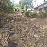 Kondisi ruas jalan Desa Persiapan Wai Paar yang rusak berat. Foto: Lintasnusanews.com/Karel Pandu