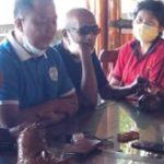 Koordinator Yayasan FKSI Sikka, Muhammad Aryo saat memberikan keterangan terkait pesoalan Ainun pasien kanker tulang. Foto: Lintasnusanews.com/Karel Pandu
