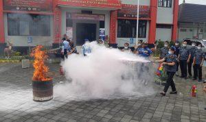 Upaya simulasi penanganan kebakaran di Lapas Kerobokan Denpasar. Foto: ist