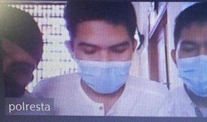 Tiga orang terdakwa peredaran sabu saat mengikuti sidang secara virtual dari Polresta Denpasar. Foto: ist