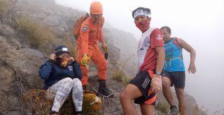 Dua pendaki Gunung Agung atas nama Ketut Wiyasa (57) dan Made Ayu Widiasari (56) dievakuasi Basarnas, Rabu (08/07/2020). Foto: Lintasnusanews.com/Istimewa