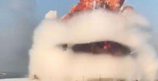 Tangkapan layar rekaman video Youtube terlihat ledakan dahsyat yang terjadi di Beirut, Lebanon, pada Selasa (04/08/2020). Foto: Kompas.com via Screenshot youtube