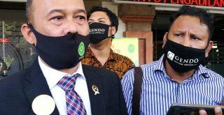 Ketua PN Denpasar, Sobandi saat menjelaskan Kuasa Hukum Jerinx minta ganti Hakim yang menyidangkan kliennya. Foto: Lintasnusanews.com/Widodo