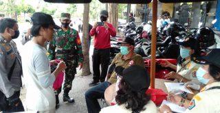 Seorang warga Kota Denpasar yang tidak memakai masker terjaring razia Tim Yustisi. Foto: Lintasnusanews.com/Ist